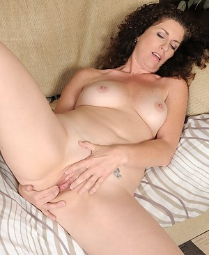 Naked Mature Fingering Porn Pictures