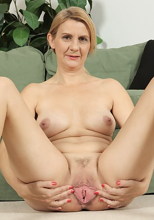 Naked Mature Spreading Porn Pictures