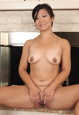 Naked Asian Mature Porn Pictures