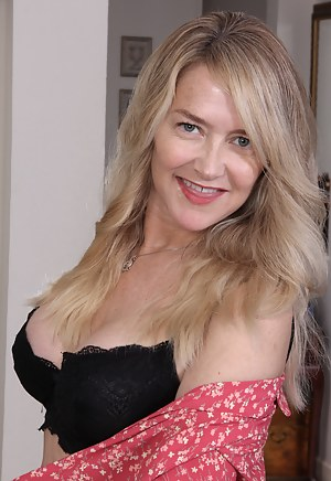 Naked Mature Bra Porn Pictures