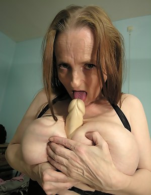 Naked Mature Dildo Porn Pictures