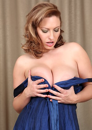Naked Mature Solo Porn Pictures
