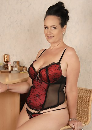 Naked Mature Corset Porn Pictures