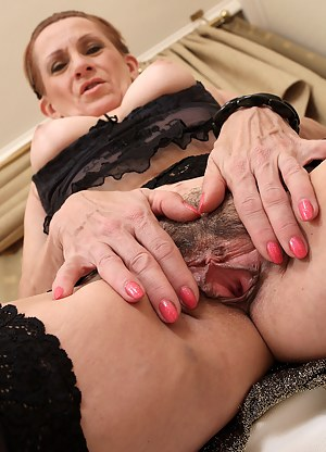 Naked Mature Beaver Porn Pictures