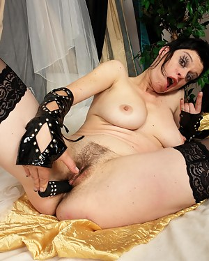 Naked Emo Mature Porn Pictures