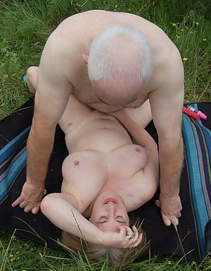 Naked Mature Missionary Sex Porn Pictures
