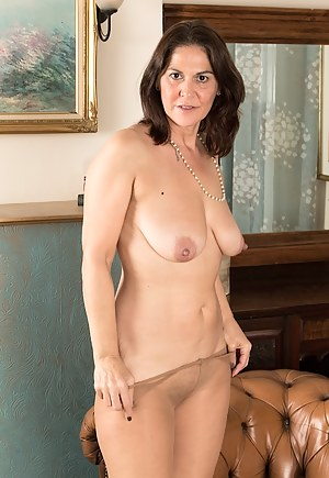 Naked Mature Pantyhose Porn Pictures