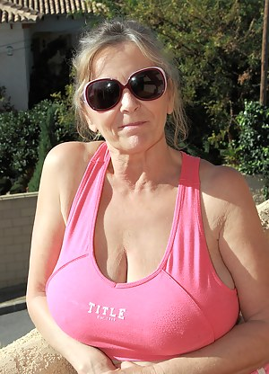 Naked Mature T-Shirt Porn Pictures