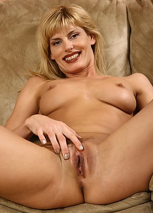 Naked Mature Clit Porn Pictures