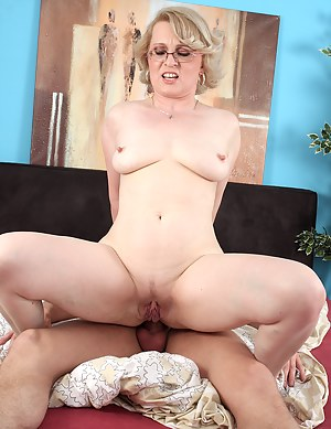 Naked Mature Cowgirl Porn Pictures