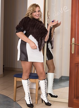Naked Mature Boots Porn Pictures