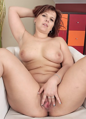 Naked Chubby Mature Porn Pictures