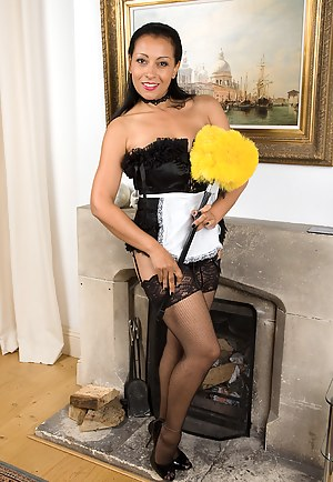 Naked Mature Maid Porn Pictures