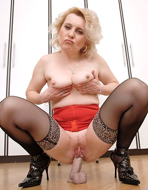 Naked Mature Shaved Pussy Porn Pictures