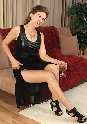 Naked Drunk Mature Porn Pictures
