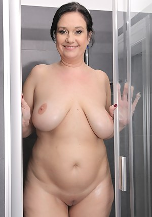 Naked Mature Shower Porn Pictures