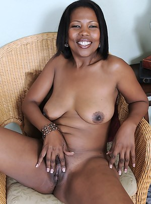 Naked Ebony Mature Porn Pictures