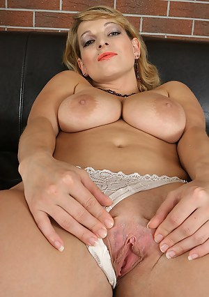 Naked Mature Pussy Porn Pictures