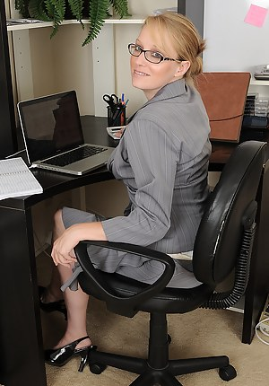 Naked Mature Boss Porn Pictures