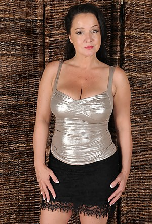 Naked Mature Moms Porn Pictures